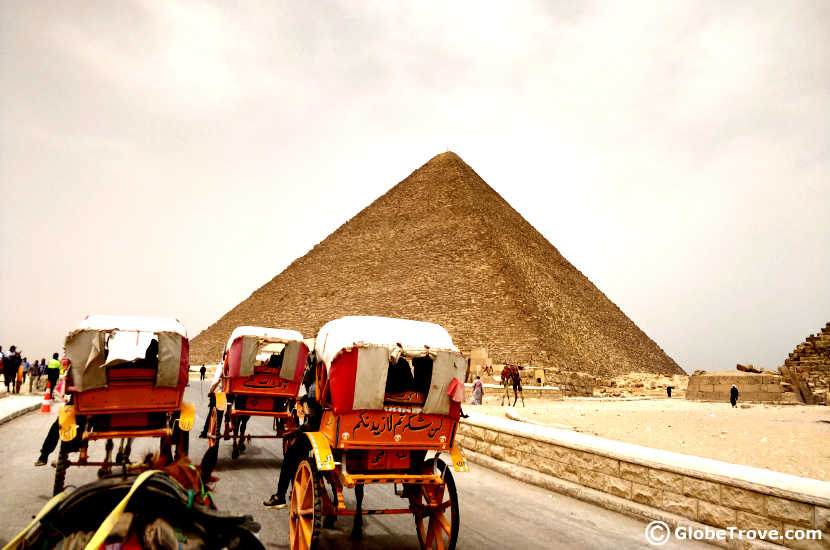 Scams in the pyramids of Giza