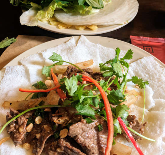 Bánh Hỏi Thịt Bò Xào is one of the great items of food in Vietnam you should try.