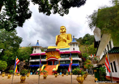 Damulla cave temple: The view of the Dambulla temple from the road