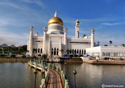 Masjid Omar Ali Saifuddein Dan Bahtera Mahligai